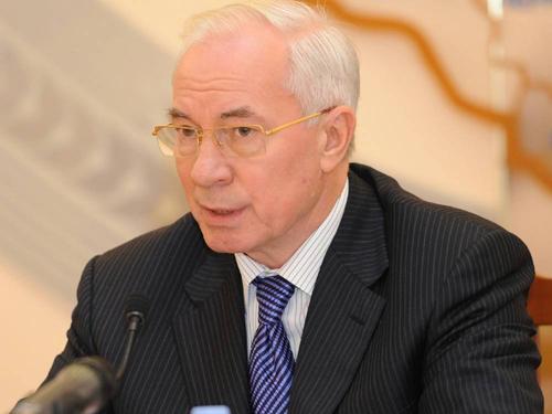 """Азаров хочет решить """"газовый вопрос"""" в ближайшее время и уже получил предложения России"""