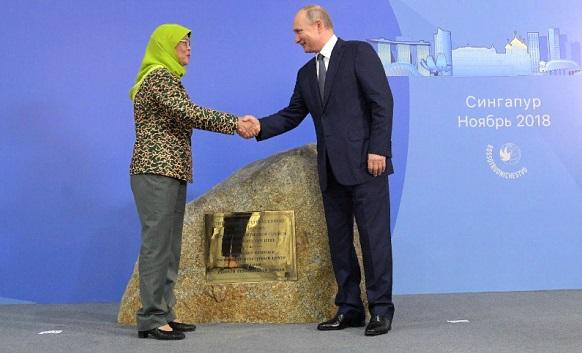 В. Путин в Сингапуре. Почему так торжественно и 3-дневно? Голосовать!