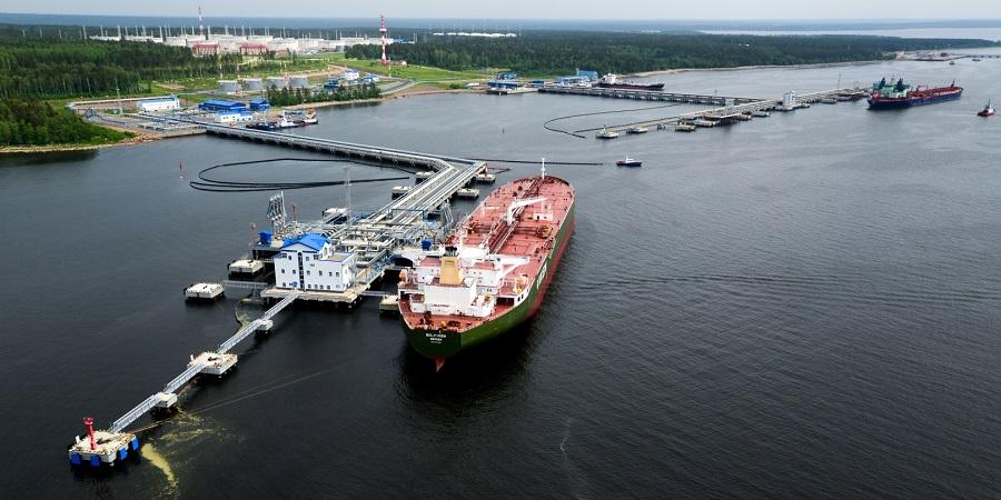 Порт Приморск задержал нефтетанкер из-за навала на причал