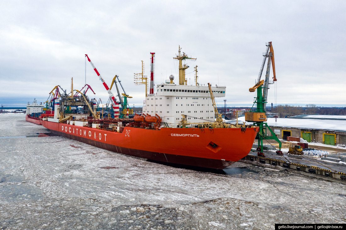 Учет гидрометеорологических условий при выборе компоновки грузовых терминалов и портов в российской Арктике