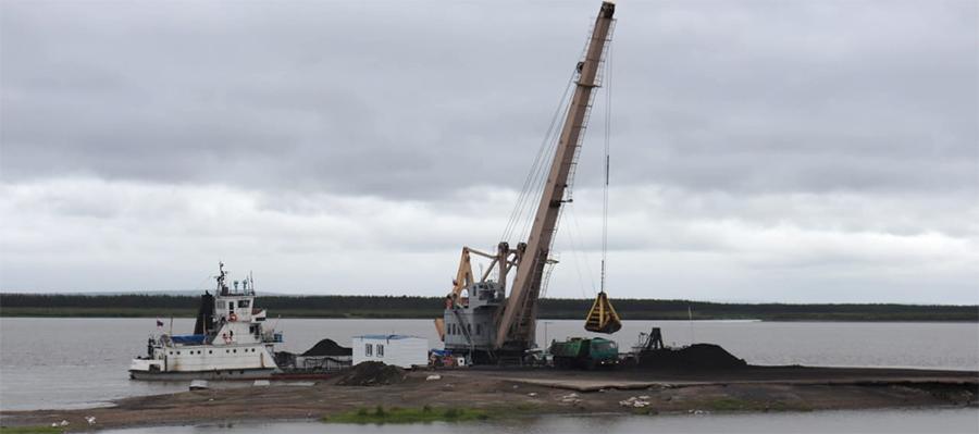 В рамках северного завоза завершена доставка угля и нефти в Среднеколымский район Якутии