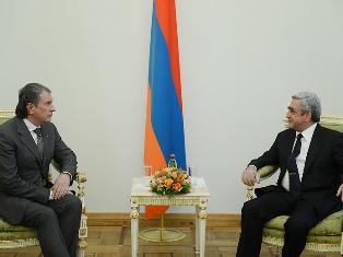 Президент Армении обсудил ряд вопросов с И.Сечиным