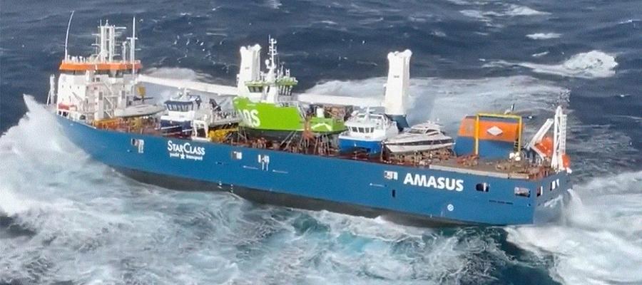 Из-за плохой погоды пришлось отложить буксировку потерявшего ход у берегов Норвегии судна
