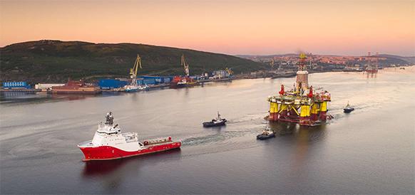 На пути к Карскому морю. Буровые платформы Арктическая и Nanhai VIII вышли из порта Мурманск