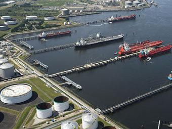 В порту Роттердама скопилось более 40 танкеров с нефтью. Трейдеры ждут повышения цен