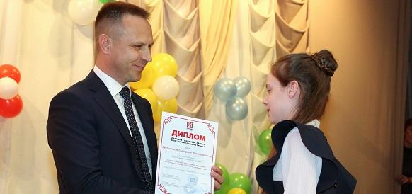 ЛУКОЙЛ-Западная Сибирь вручит школьникам ХМАО именные премии за отличную учебу и примерное поведение