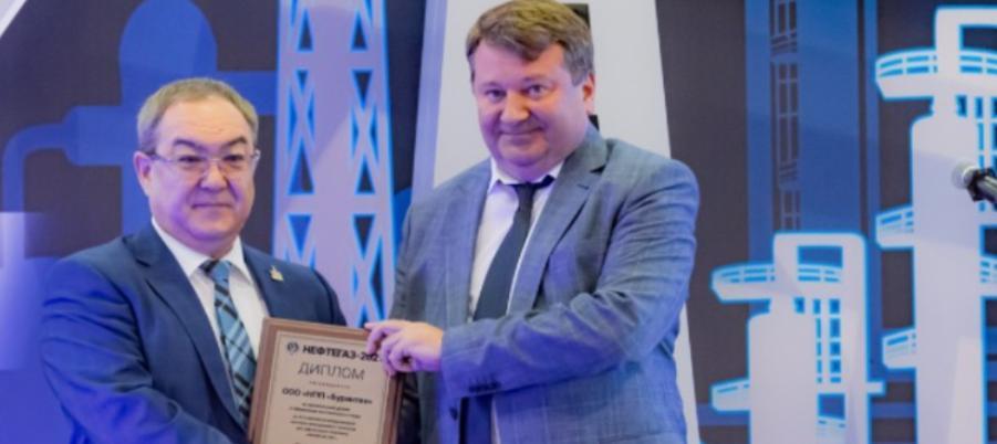 Алексей Вялкин наградил дипломами участников выставки «Нефтегаз-2021»