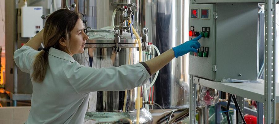 ТГУ и компания Дарвин разработали препарат для очистки воды и почвы от нефти
