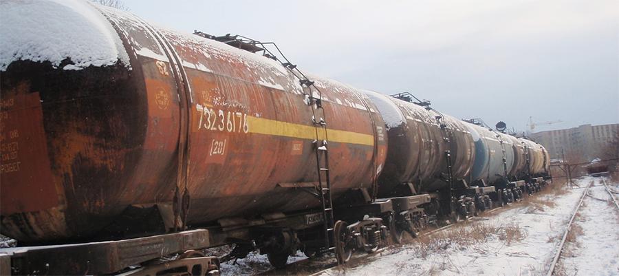 В Хабаровском крае из железнодорожной цистерны вылилось 60 т нефтепродуктов