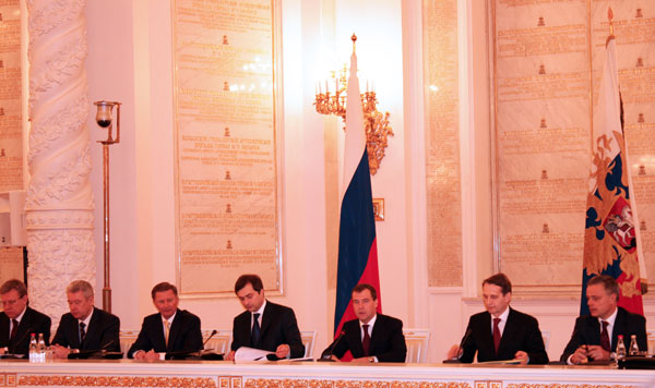 Дмитрий Медведев призвал губернаторов избавляться от бумаги