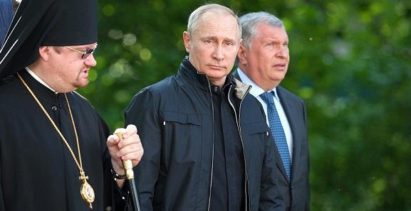 И. Сечин показал В. Путину как проходит реставрация Коневского Рождество-Богородичного монастыря