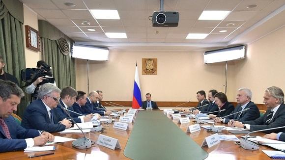 Правительство в г Ханты-Мансийске провело совещание о развитии нефтегаза в РФ. Западная Сибирь, где сосредоточено более 60% от всех нефтяных запасов РФ и имеется развитая инфраструктура, находится в стадии стагнирующей добычи