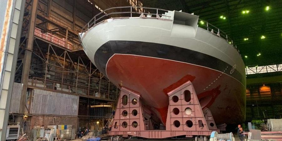 Из эллинга вывели корпус ледокола Евпатий Коловрат проекта 21180М