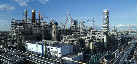 Московский НПЗ «Газпром нефти» завершил монтаж крупногабаритного оборудования комбинированной установки переработки нефти «Евро+»