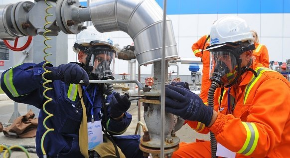 Омский нефтеперерабатывающий завод построит учебный комплекс по моделированию высотных работ