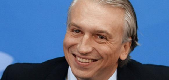 Глава Газпром нефти А.Дюков серьезно озабочен запретом на продажу на футболе слабоалкогольного пива и развитием букмекерства