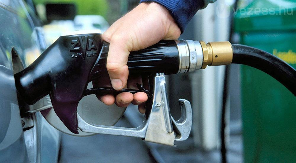 Цены на бензин Аи-92 и Аи-95 в РФ снизились