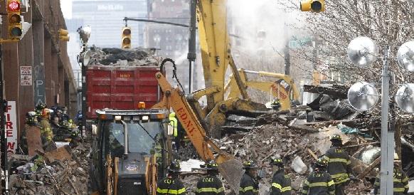 Взрыв бытового газа в г Нью-Йорке стал причиной разрушения 4 жилых домов