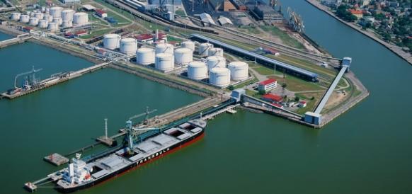 Взвешенно и спокойно. Латвия готовится к предстоящему снижению экспорта нефтепродуктов из России через порты Прибалтики