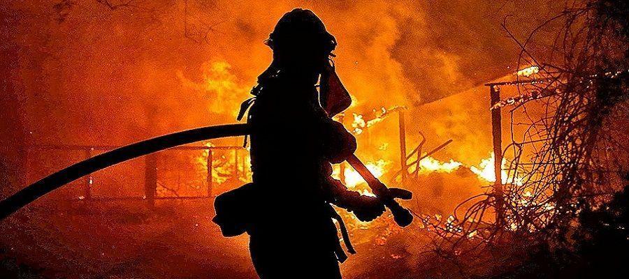 В Тегеране полностью потушили пожар на НПЗ