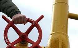 Добыча газа в России упала на треть
