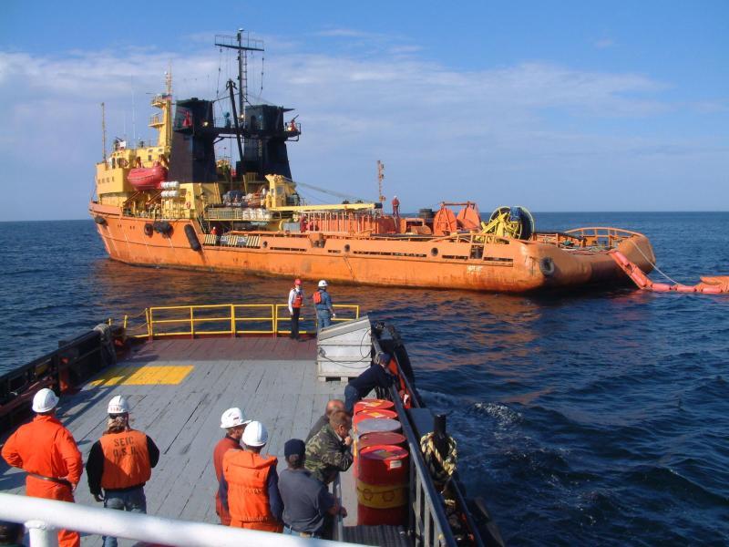 ЛАРН: использование судов для ликвидации разливов нефти