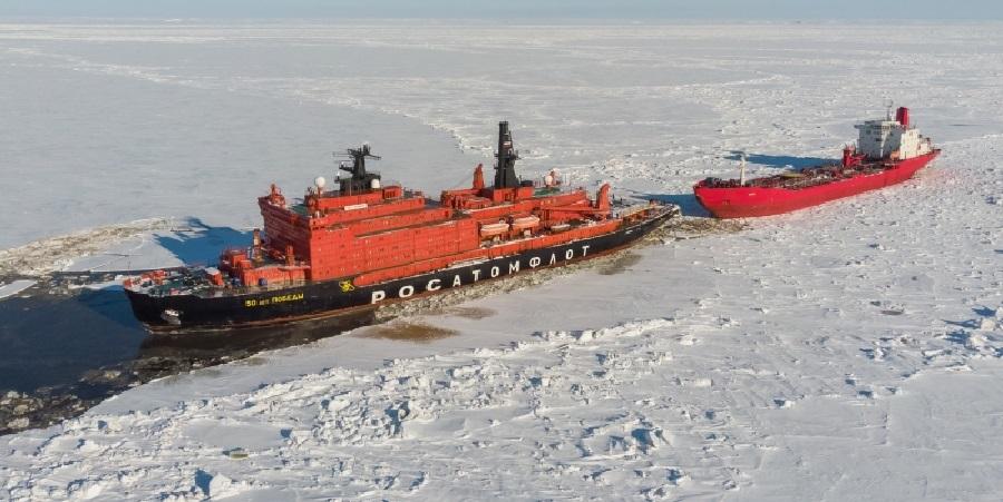 Атомные ледоколы Росатомфлота обеспечили аварийную буксировку танкера «Варзуга»