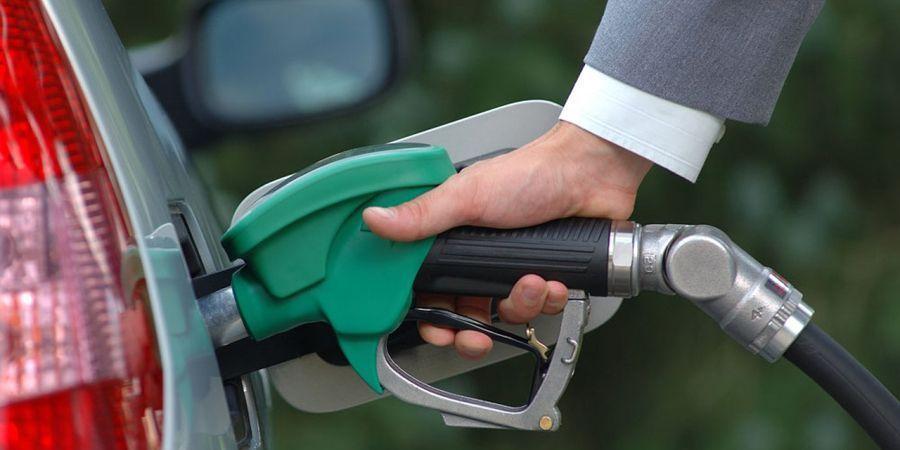 Средние цены на бензин в России за неделю выросли на 4 коп.
