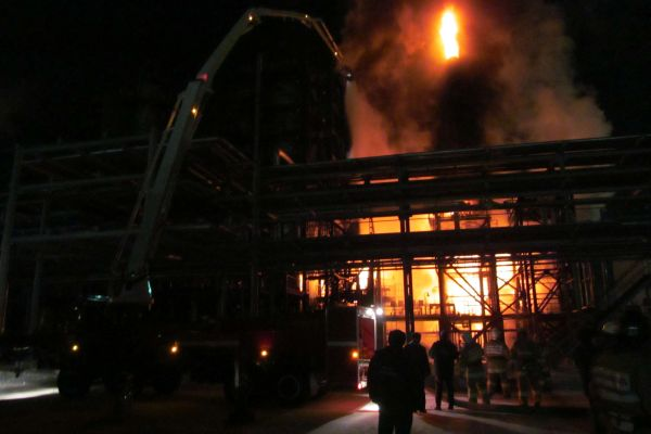 В Комсомольске-на-Амуре потушили пожар на печи гидроочистки на НПЗ