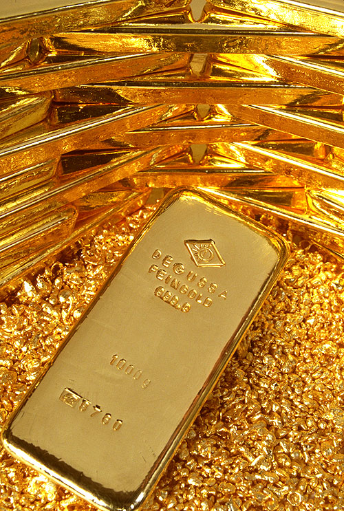 Gold bounces from lows