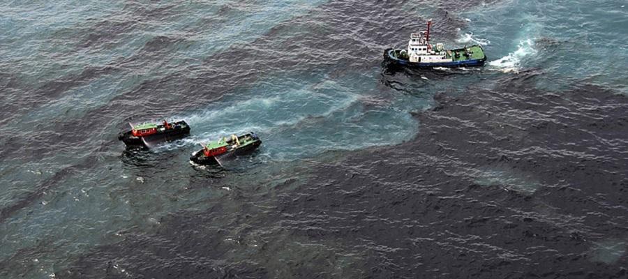 В порту Усть-Луга проходит ликвидация разлива нефти