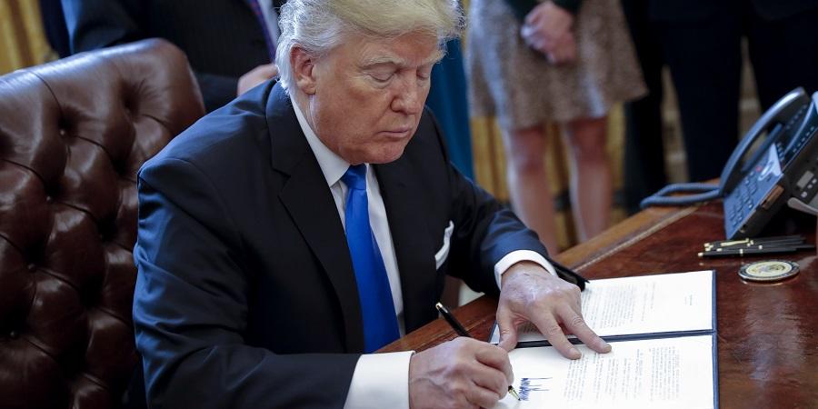 Д. Трамп подписал разрешения, касающиеся магистральных нефтепроводов на границах с Канадой и Мексикой