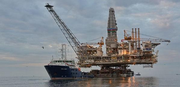 По заказу Азнефти на Западном Абшероне в Каспийском море началось бурение новой скважины