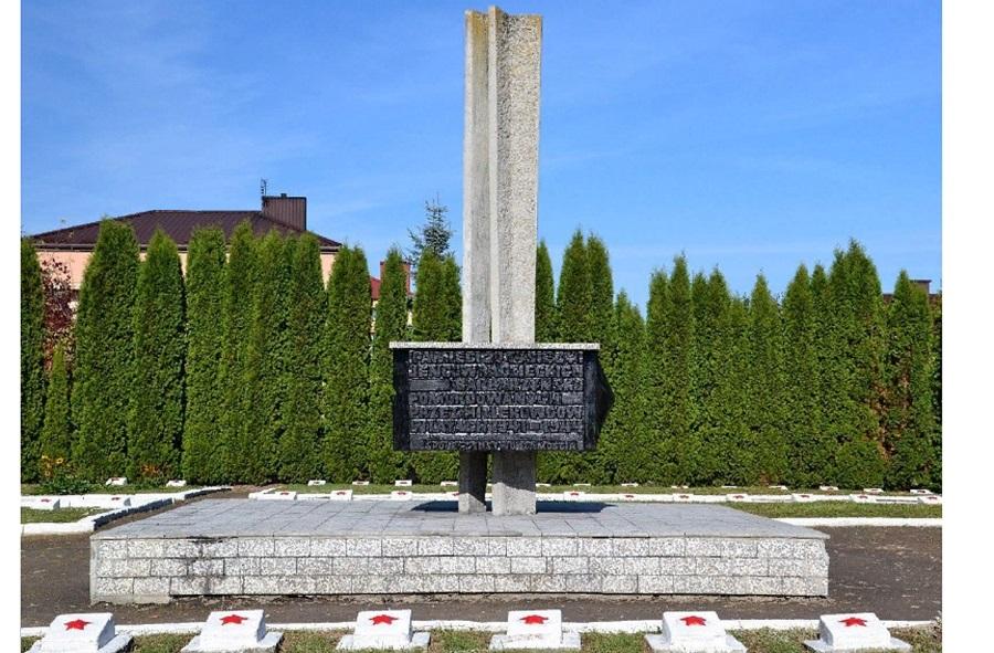 Кощунство? Фонд PGNiG провел в г. Замостье у Мемориала погибшим советским воинам церемонию в память жертв советских репрессий