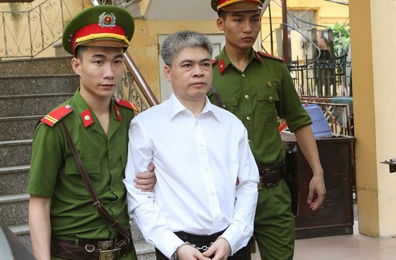 Во Вьетнаме бывшего главу PetroVietnam посадили под домашний арест. Подозрение в хищение имущества компании