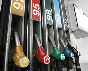 За неделю розничные цены на бензин Аи-95 в России выросли на 0,06 руб/л, на Аи-92 - на 0,03 руб/л