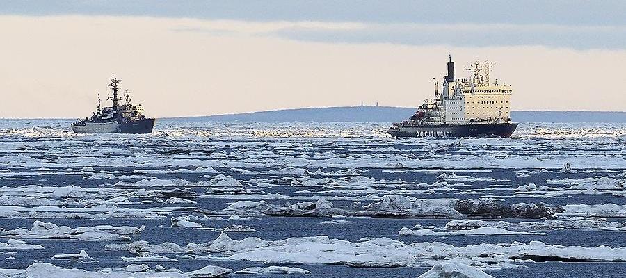 Учебный корабль «Перекоп» встал на якорь в бухте Тикси моря Лаптевых
