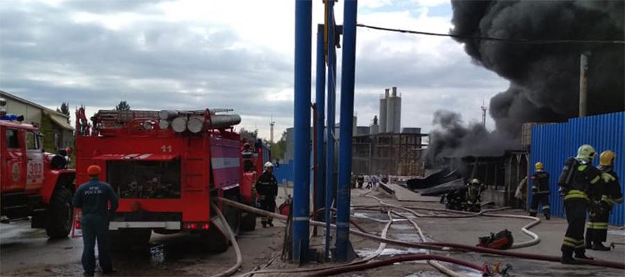 В г. Дзержинский произошел пожар в битумном хранилище. Возгорание ликвидировано