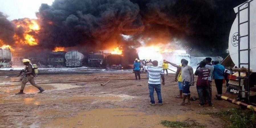 В Нигерии десятки людей погибли при взрыве бензовоза