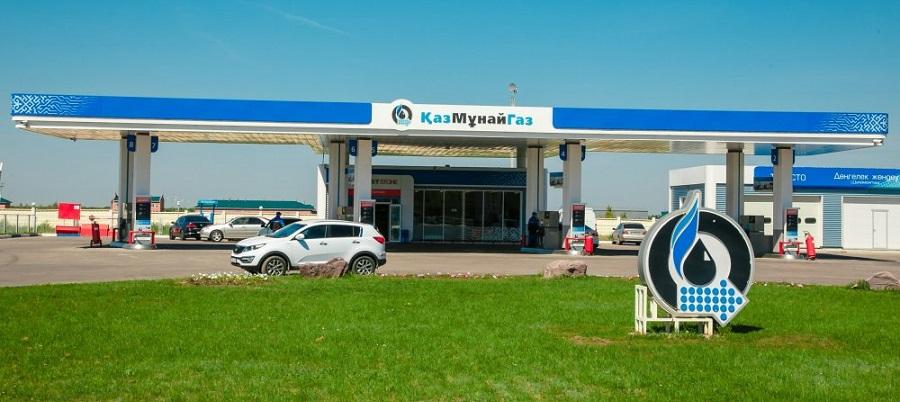 Россияне ездят заправлять автомобили в Казахстан, где бензин в 2 раза дешевле