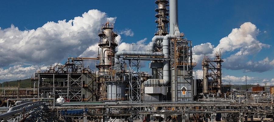 Поставки нефти на Комсомольский НПЗ Роснефти упали до минимума с мая 2019 г.