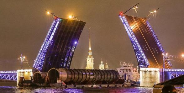 По Неве прошло оборудование для строительства комплексной установки глубокой переработке нефти на Омском НПЗ