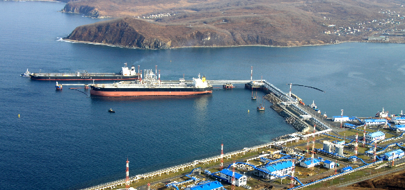 Igor Sechin and CSIC Chairman Hu Wen Ming signed contract for floating transfer dock construction for Zvezda Shipyard