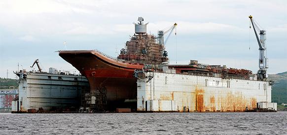 В Мурманске затонул плавучий док, где проходил ремонт авианосца Адмирал Кузнецов. Однако снег...
