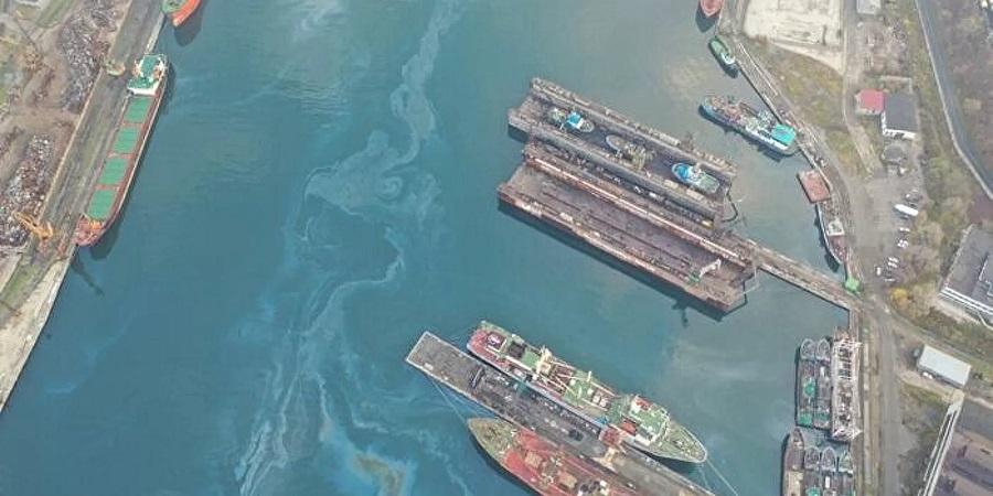 Никогда такого не было, и вот опять. В акватории Находки обнаружили нефтяное пятно площадью 35 тыс. м2