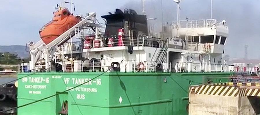 МЧС: угроза разлива нефти в Махачкалинском порту отсутствует