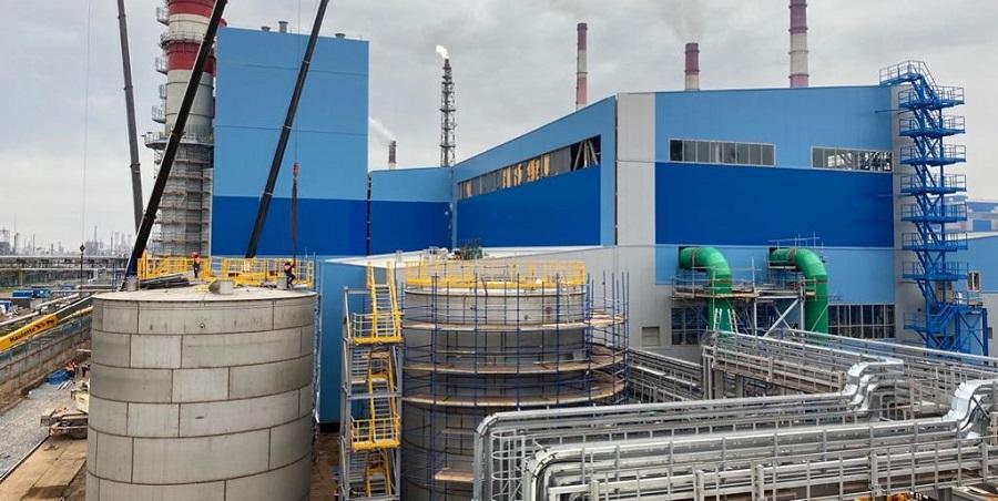 На строящейся ТЭС Нижнекамскнефтехима монтируется последний ярус башенной градирни