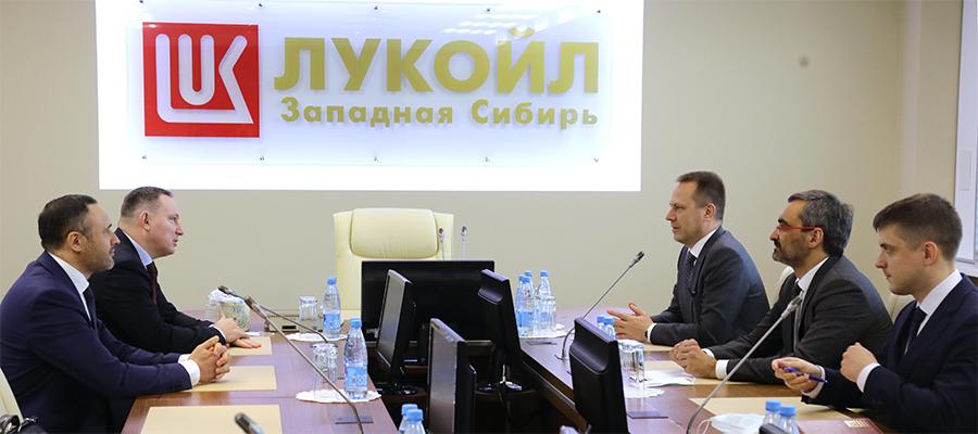 ЛУКОЙЛ-Западная Сибирь и Россети Тюмень обсудили перспективы сотрудничества