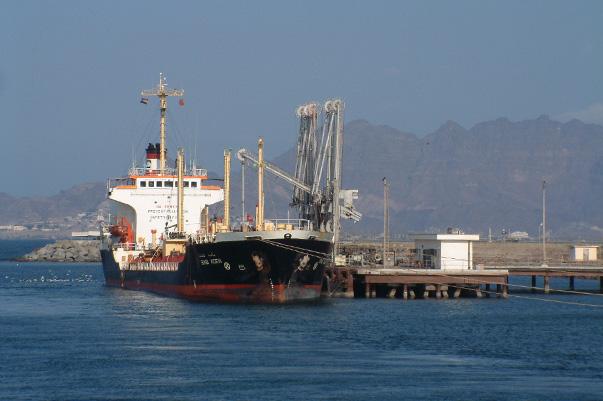 Saudi oil shipments moving near Yemen again