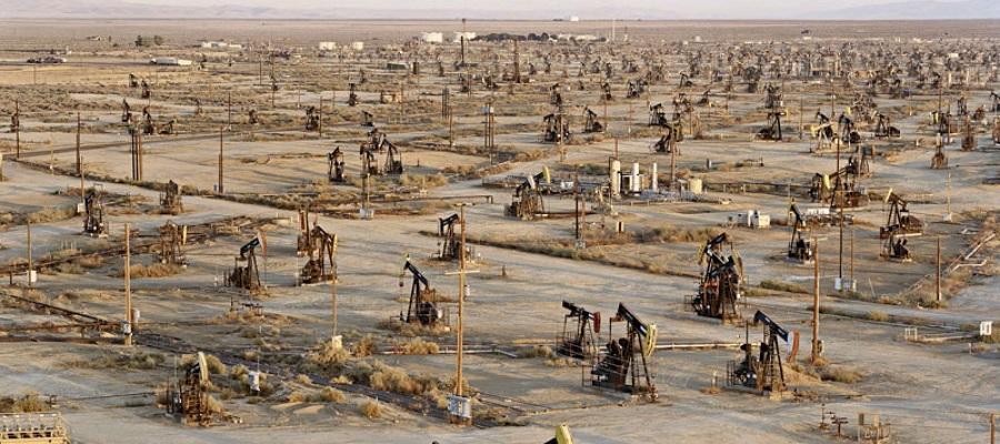 Операторы нефтепроводов в США просят поставщиков сократить добычу
